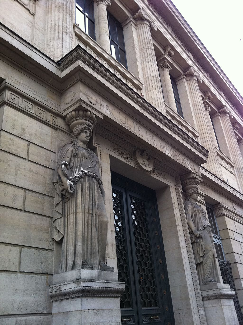 Paris_75006_Boulevard_Saint-Germain_no_083_Faculté_de_Medecine_20110225_(01)