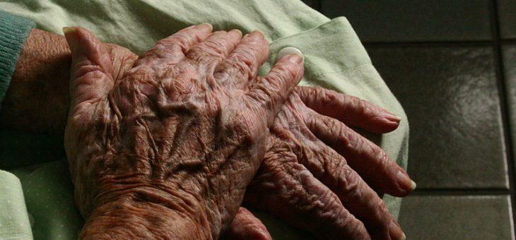 Combien de temps notre société acceptera-t-elle de soigner les personnes les plus âgées ?