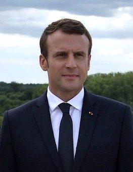Bioéthique: Macron invite les catholiques à participer davantage aux débats de société